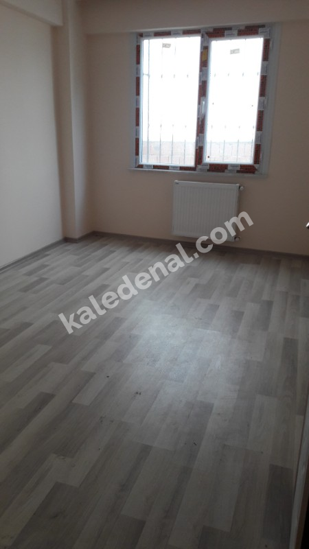 KALE YAPIDAN M2 BUYUK TEK DAİRE ÜZERİ 2+1 A.KAT DAİRE